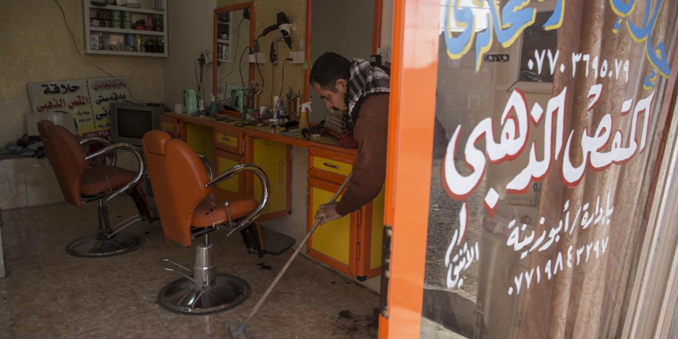 سعيد في محله التجاري في مدينة الجلولاء في العراق