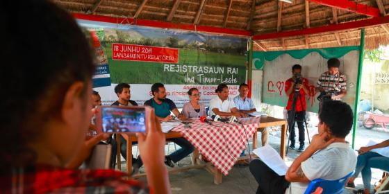 Oxfam in Timor-Leste hosted a joint-press conference with Timor-Leste's civil society land network, Rede Ba Rai, to call for a transparent land registration process.