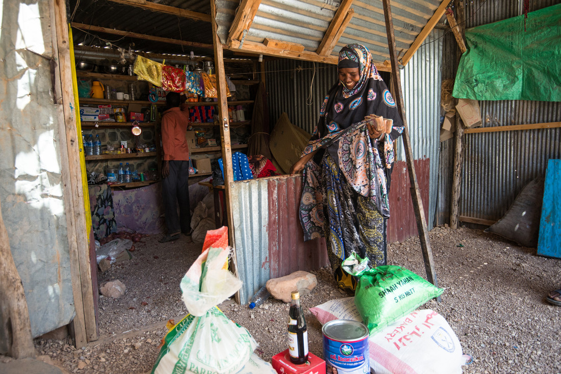 Chinow from Fahdi Gaab IDP camp in Somaliland has benefitted from Oxfam's mobile cash transfer. Photo by Allan Gichigi / Oxfam.