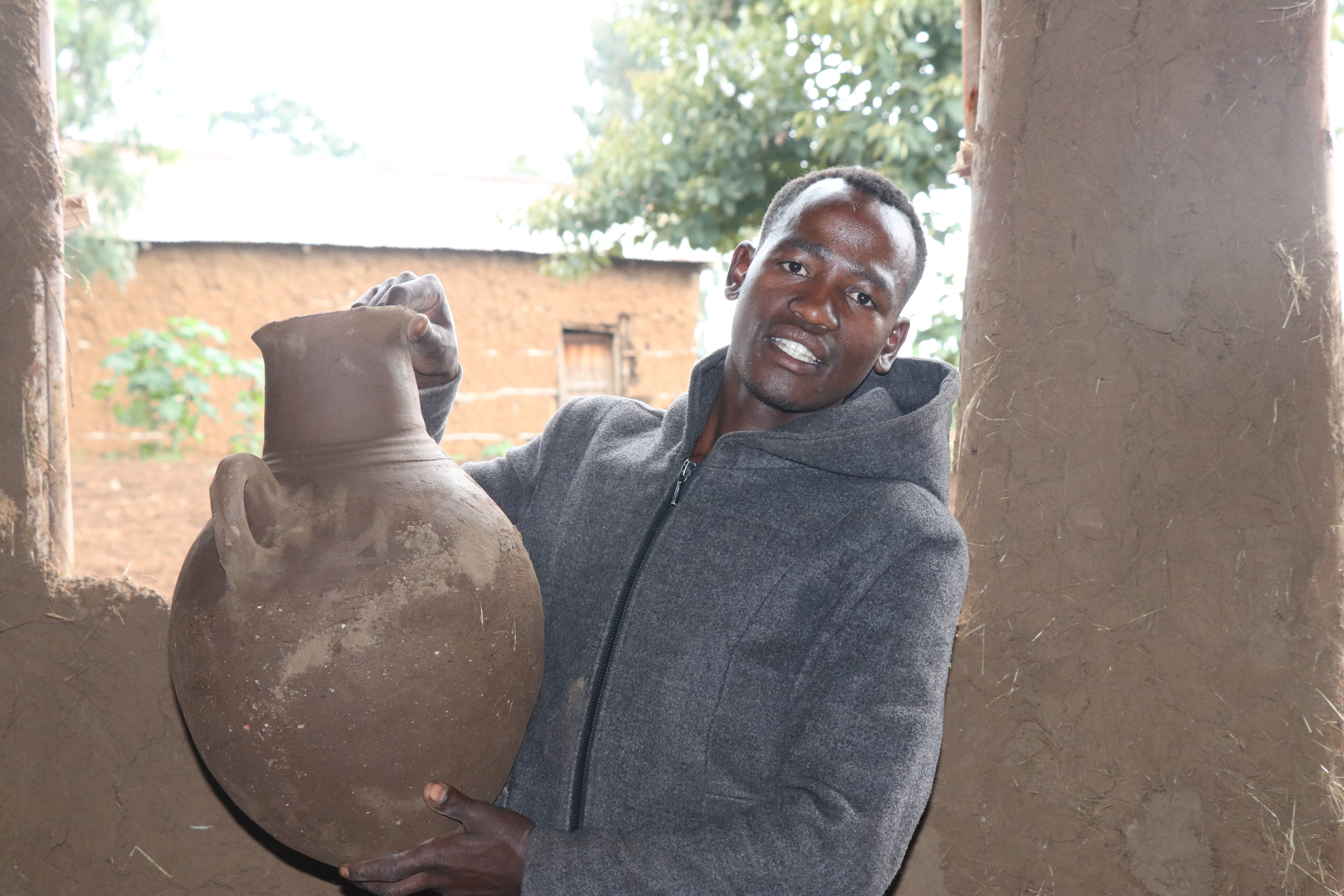 Mikesso with another of his pots. Fekadu Ethiopia/Oxfam