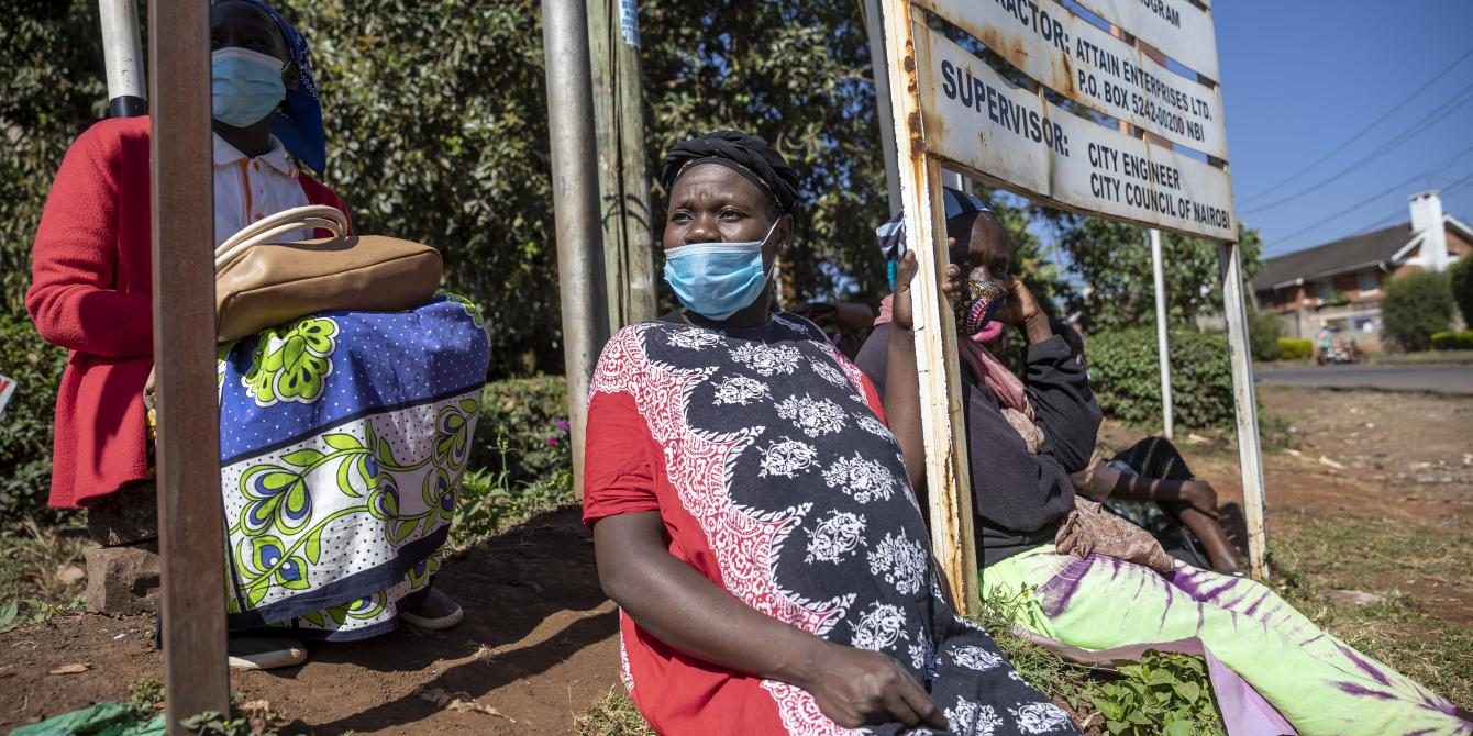 Beatrice Mbendo sits in a wealthy nairobi suburb with other domestic workers waiting for workthat has all but dried up during the pandemic |Photo by Sven Torfinn | Oxfam Novib
