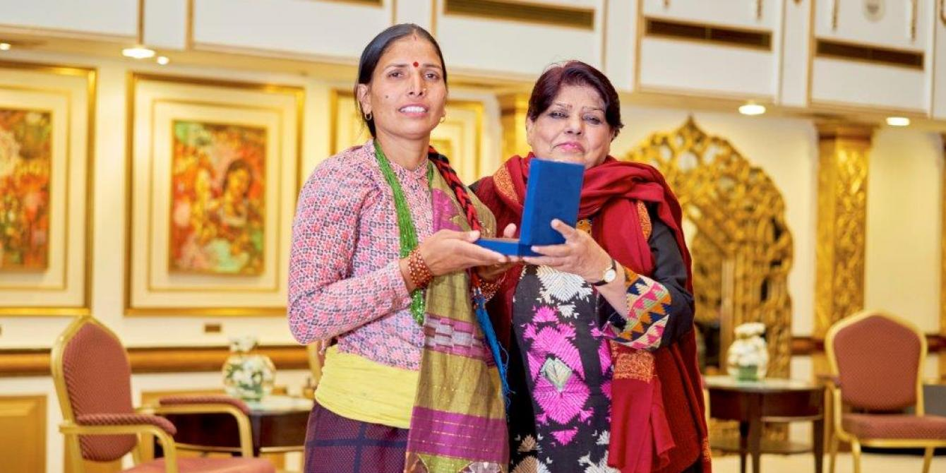 Tika receives the Aawaz community leader award - Kami Images