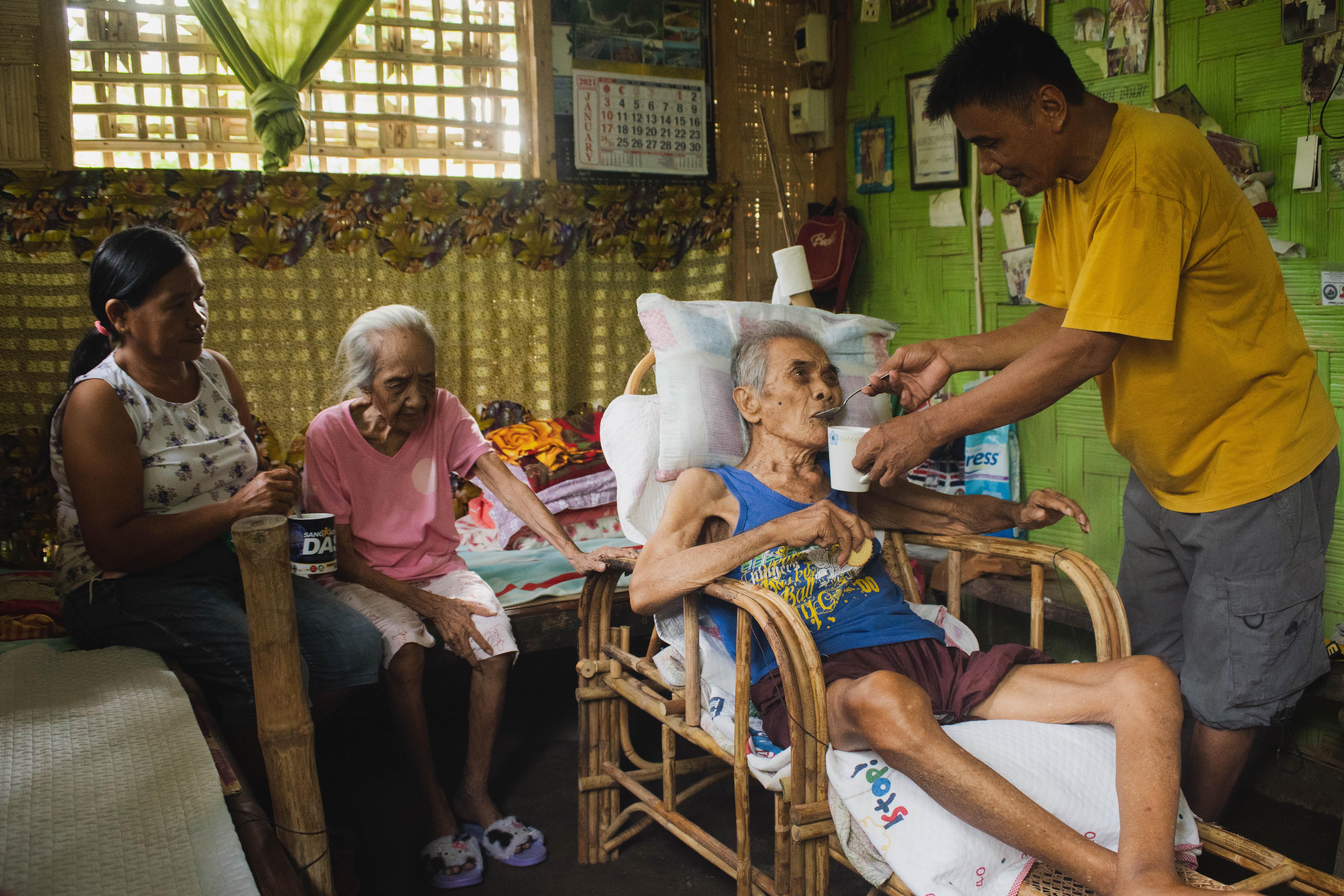 Johnny and Juanita Paz, a couple who takes care of two sick, elderly family members in Datu Abdullah Sangki, Maguindanao. (Photo: Princess Taroza/Oxfam)