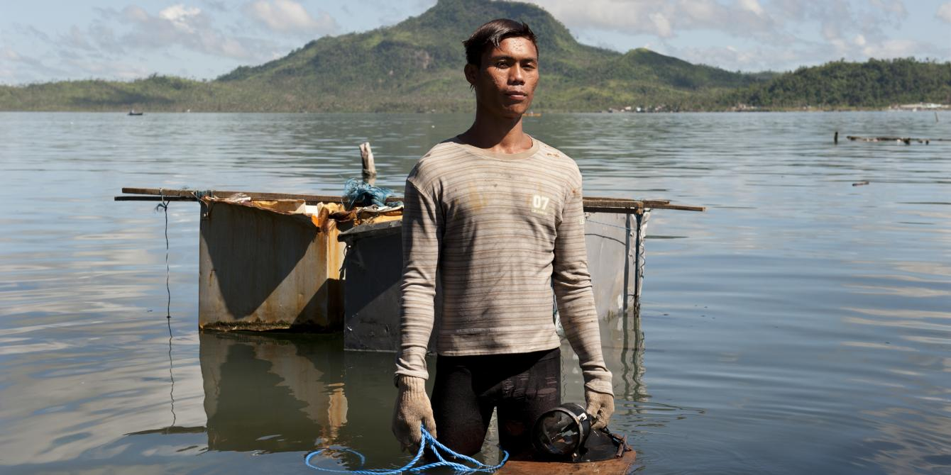 Joel Vilamor (26), a fisherman who lost his boat and fishing equipment during the typhoon now earns a living selling scrap metal that he finds along the shore in Anibong Bay. (Photo: Eleanor Farmer/Oxfam)