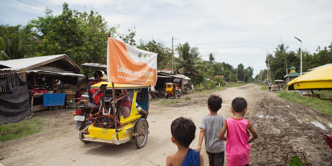 Therekoridaroams around in the community in Datu Abdullah Sangki, Maguindanao. (Photo: Princess Taroza/Oxfam)