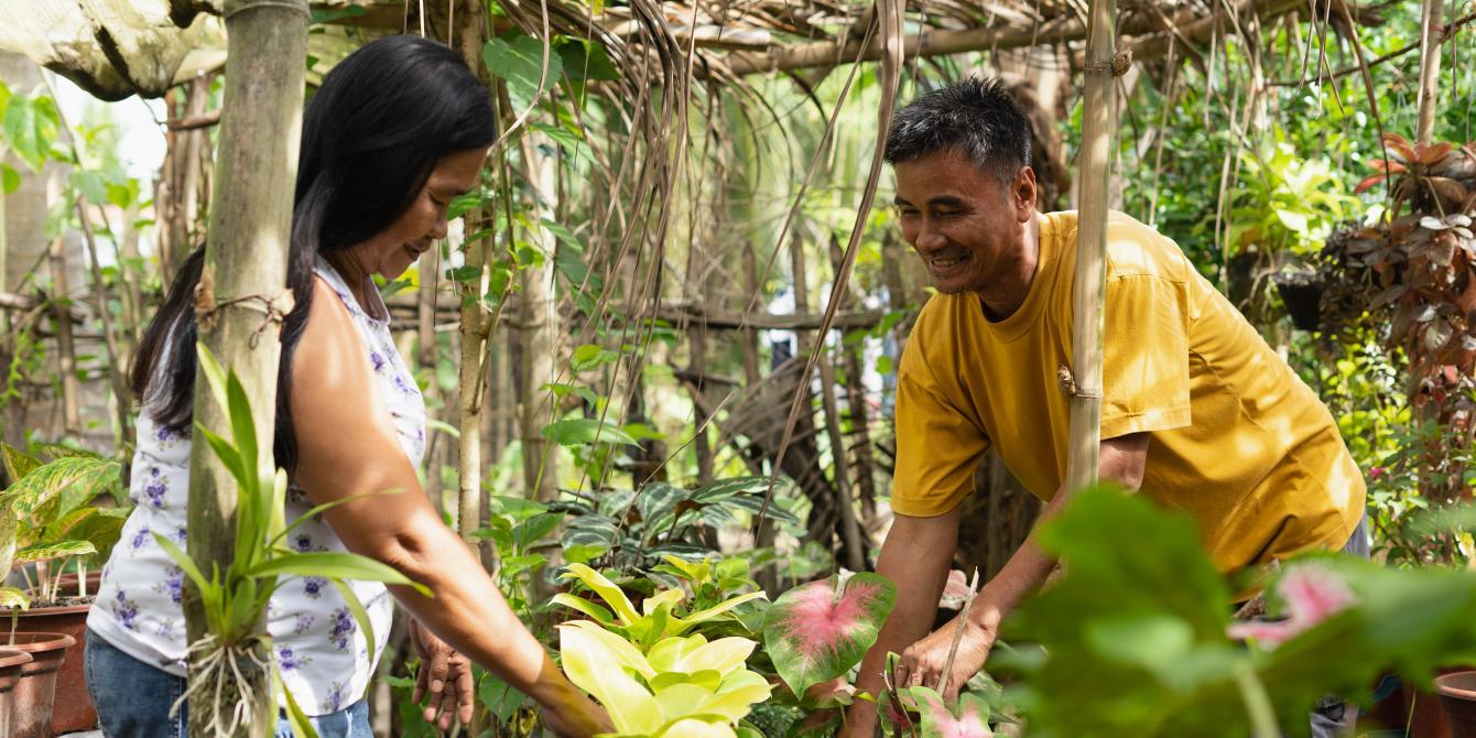 Johnny and Juanita Paz shares work such as tending their home garden in Datu Abdullah Sangki, Maguindanao. (Photo: Princess Taroza/Oxfam)