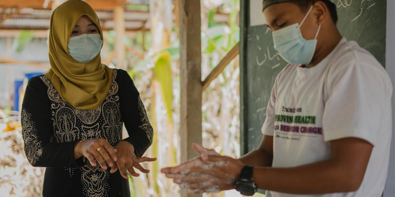 Sayr Unti, one of the students in Dar Al-Ziker Holy Qur'an Memorization Center, volunteers for the proper handwashing at Shariff Saydona Mustapha.(Photo: Princess Taroza/Oxfam)