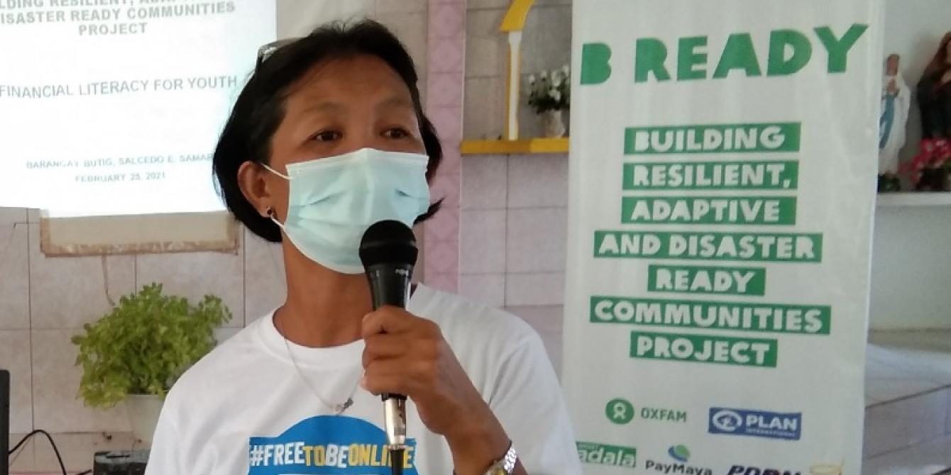 Gina Duran, Protection Monitor for the B-READY Project, facilitates a session on Financial Literacy for the youth of Barangay Butig, Salcedo, Eastern Samar (Photo: Jhomar Padullo/PDRRN)