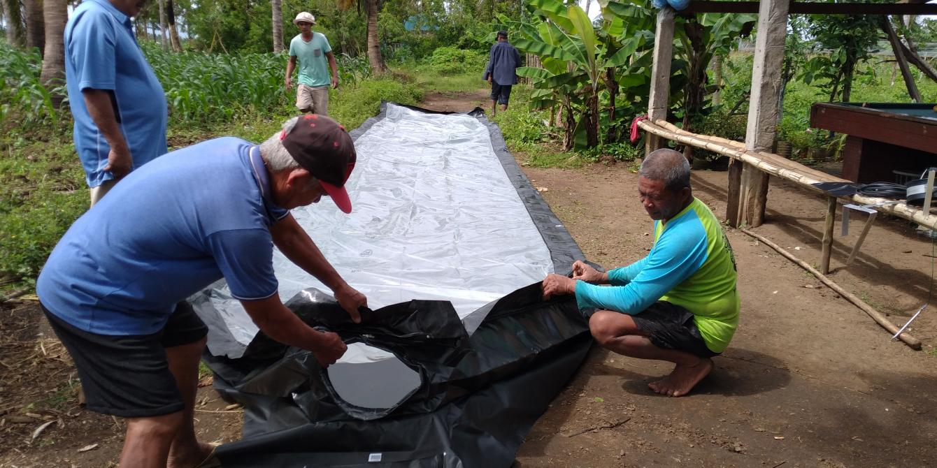 Camarines Sur farmers set up a solar dryer for use. (Photo:Rice Watch Action Network, Inc/RWAN)