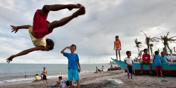 Children play in San Jose, Tacloban three months after the typhoon. Residents have been warned not live within 40 metres of the sea but many have nowhere else to go and erect shanty houses along the shoreline. (Photo: Eleanor Farmer/Oxfam)
