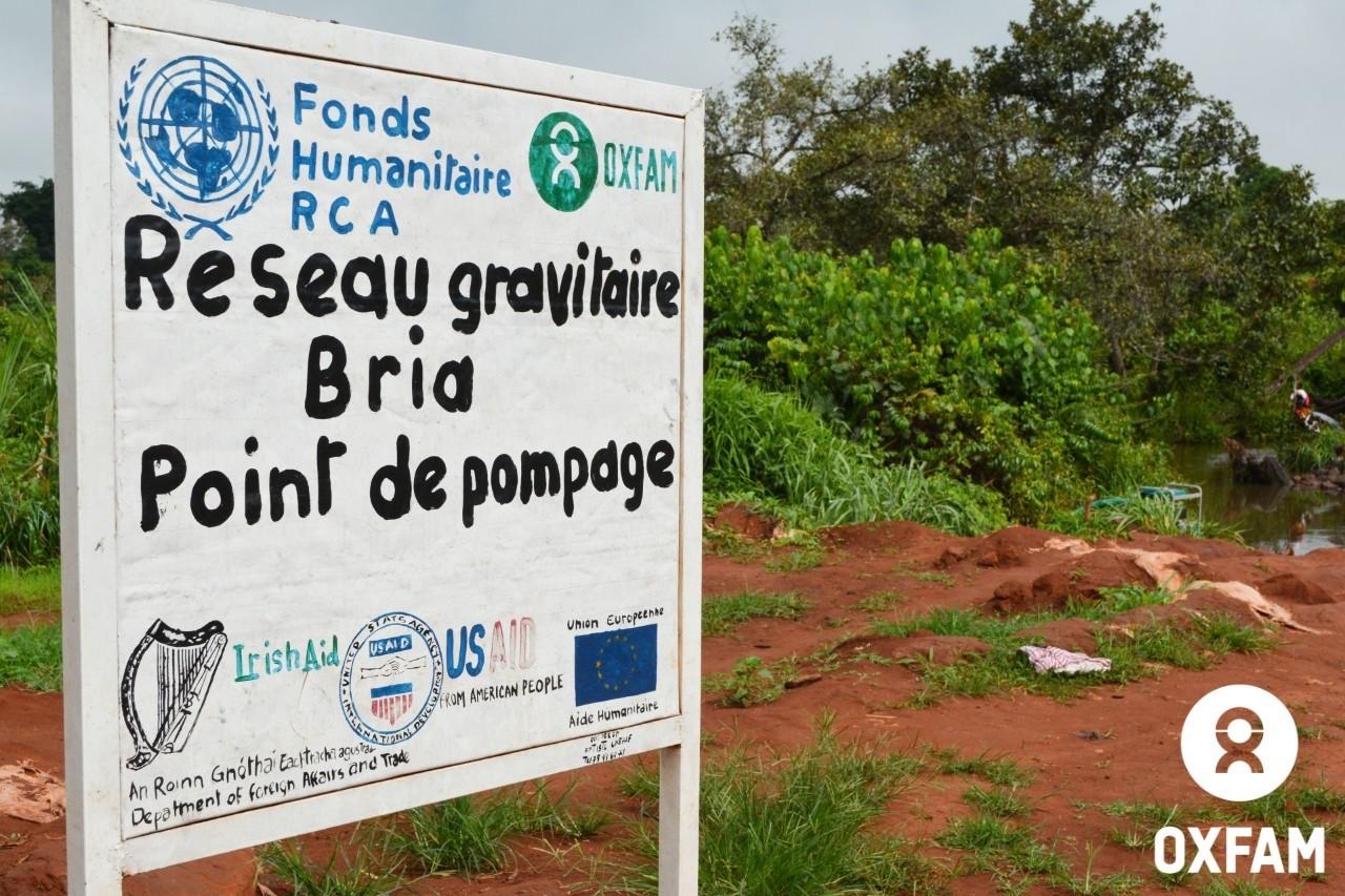 19 juillet 2019 - De l'eau est pompée de la rivière Samba. Une fois purifiée, elle est refoulée sur le site des déplacés PK3 de Bria, dans le centre de la RCA. © Aurélie/Oxfam