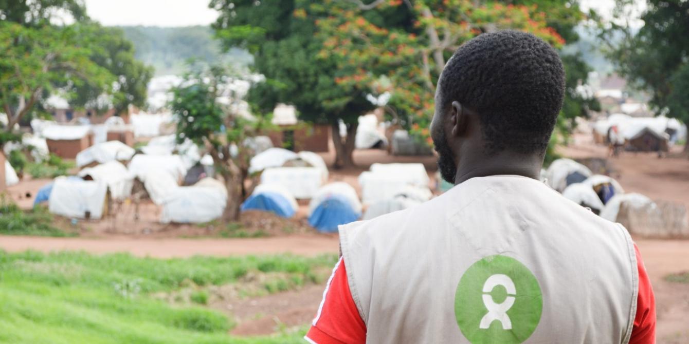 Le personnel Oxfam vient apporter son aide aux déplacés de Batangafo, dans le nord-ouest de la RCA. Ils sont plus de 23 000 à vivre sur le site. © Aurélie Godet / Oxfam