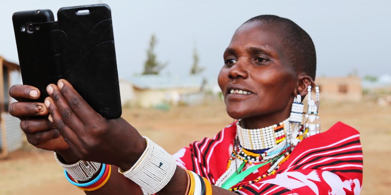 Digital technologies enables active citizens to interact with their leaders to solve issues that are important in their communities. Photo: Bill Marwa/Oxfam