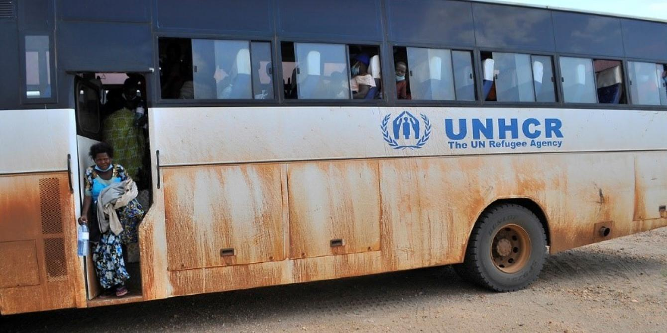 Refugee from the DRC disembarks the UNHCR bus in Imvepi.