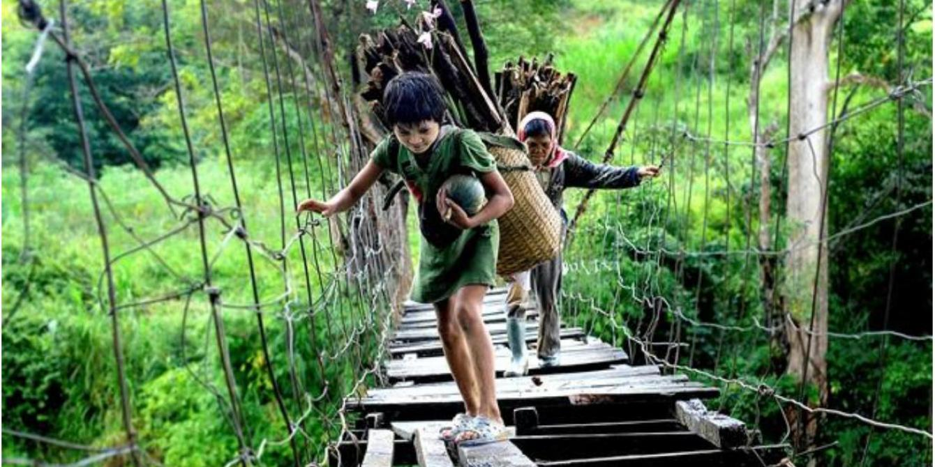 Vietnamese children cross a bridge in rural Vietnam. Credit: Oxfam in Vietnam