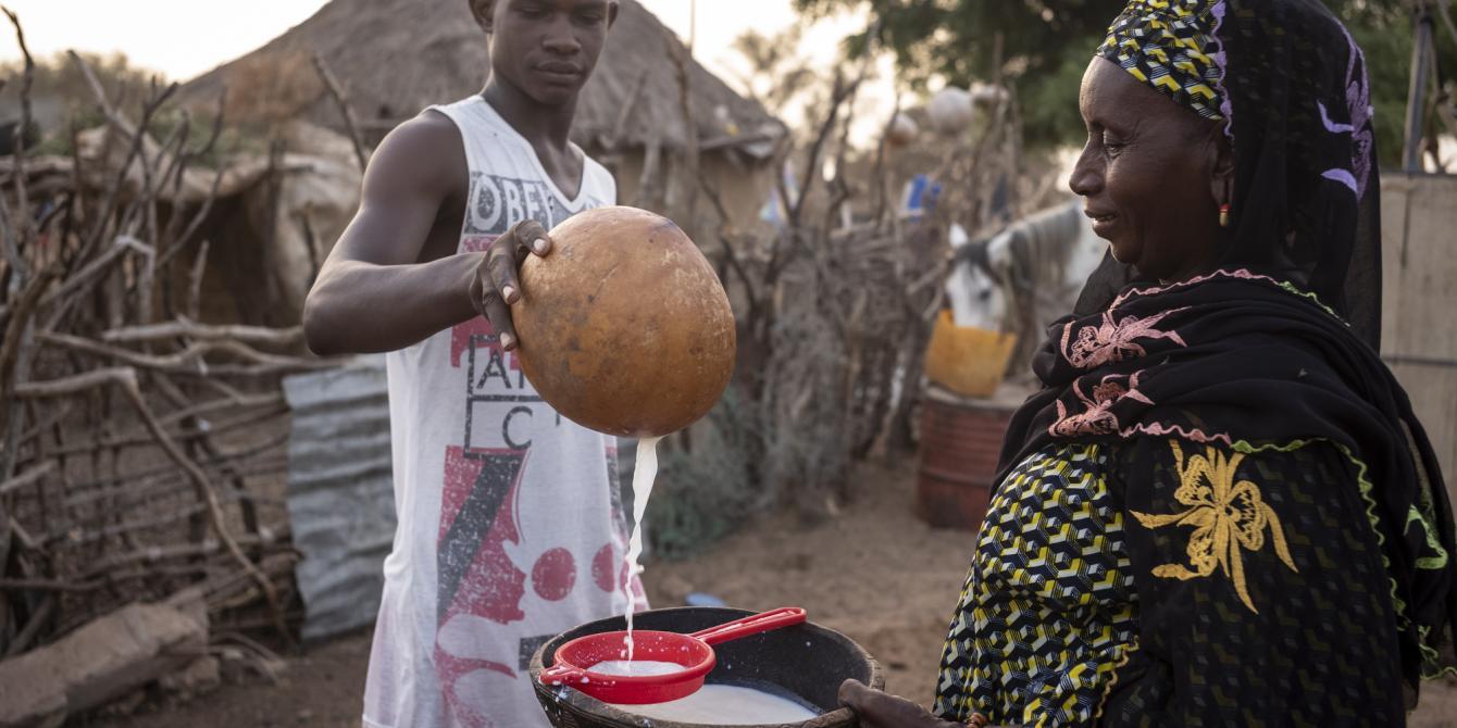Oxfam soutien les productrices et producteurs de lait local.