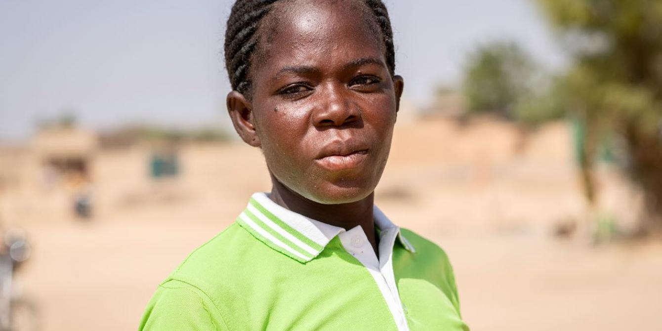 Fatoumata fled the violence when an armed group took their village. She is now taking refuge on the site of displaced people from Kaya in Burkina Faso. Credit: Sylvain Cherkaoui / Oxfam