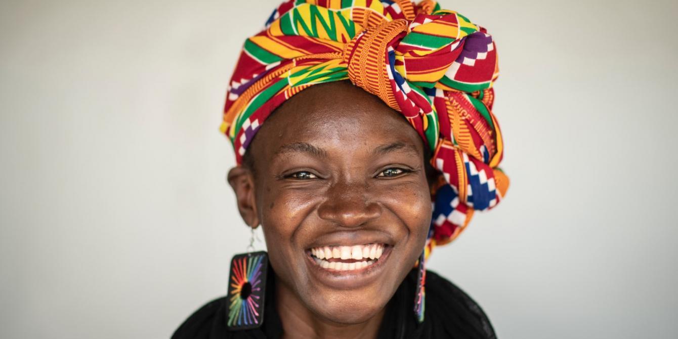 Épiphanie est une jeune activiste et slameuse qui défend les droits des femmes et alerte sur la restriction de l'espace civique au Tchad. Crédit Sylvain Cherkaoui / Oxfam